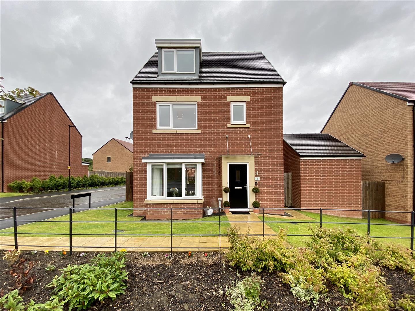 White House Drive Newcastle Upon Tyne, 4 Bedrooms  House - detached ,Sold (STC)